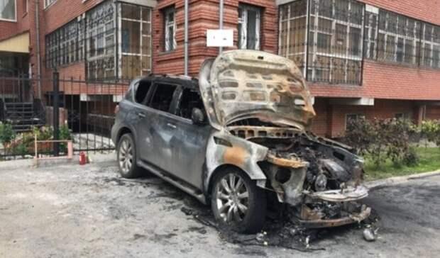 В Бузулуке сгорел внедорожник за несколько миллионов рублей