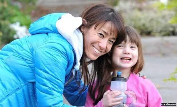 8-летняя американка дружит своронами, аони приносят ейподарки