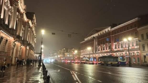 Улицы Петербурга покрылись густым туманом после ночного дождя