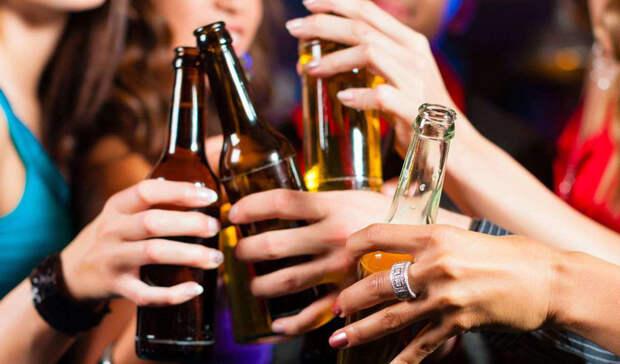 Инсульт Всего два шота крепкого напитка в день увеличивают ваши шансы получить инсульт на целых 50%. Статистика врать не будет: достаточно заглянуть в ближайшую больницу, чтобы выявить эту вполне закономерную взаимосвязь.