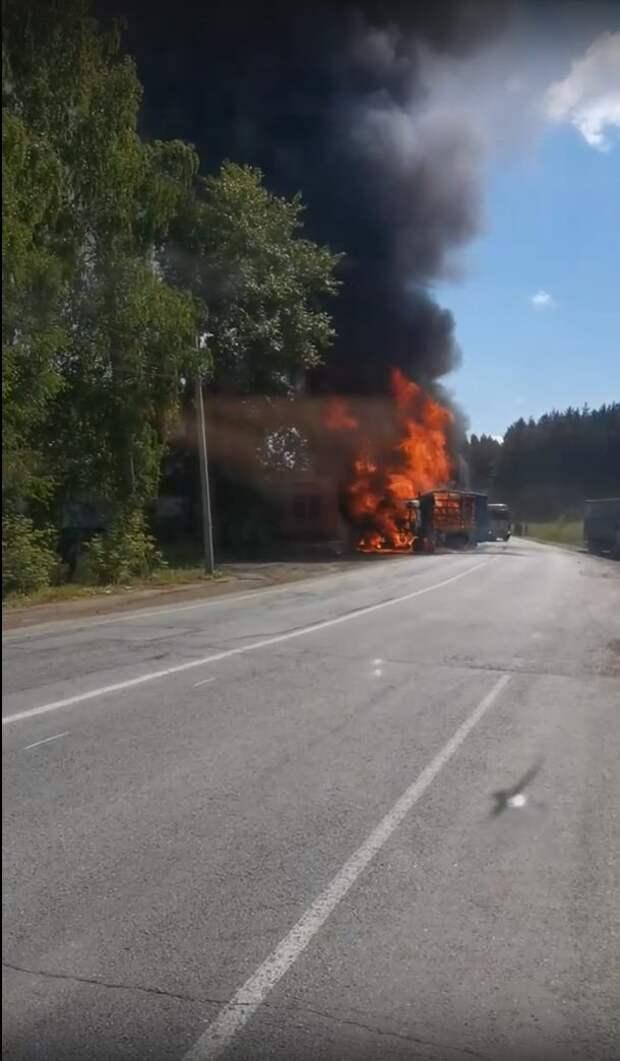 Фура сгорела в Воткинске