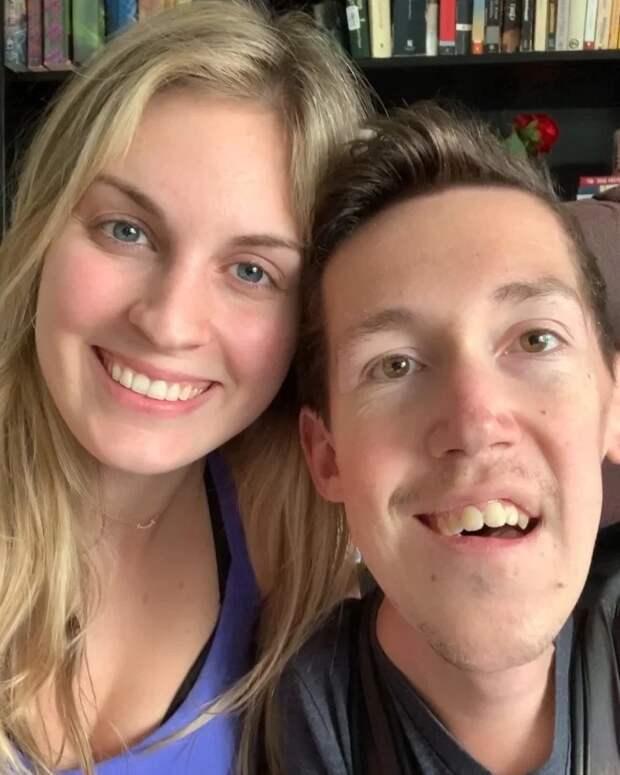 Злобные тролли считают, эта девушка вышла замуж заинвалида только порасчету