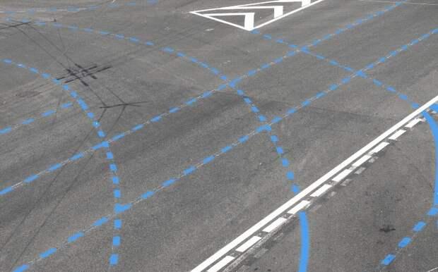 Синяя разметка на дороге — она что-то запрещает?