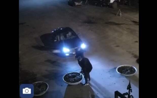 Соцсети: В Рязани молодые люди на Mercedes прокатились по Лесопарку
