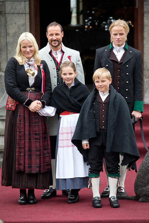Сын принцессы Норвегии Метте-Марит устроился на работу мотомехаником