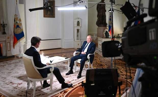 Путин не сдержался в ходе интервью журналисту из США: «Вы пытаетесь заткнуть мне рот»