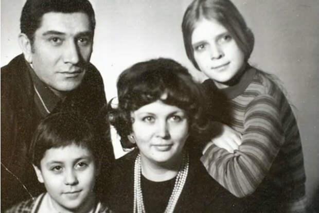 Громкие скандалы и страшные трагедии Армена Джигарханяна