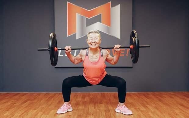 90-летняя бабушка похудела и нашла свое призвание. Теперь она фитнес-тренер