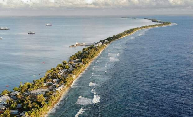 Самая узкая страна, в которой живёт 11 тысяч человек, и куда добирается всего 2 тысячи туристов в год