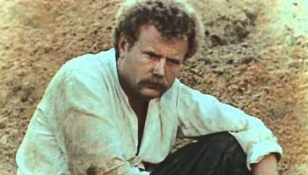 Кто скрывался под маской гадкого предателя Петра Петровича в киноэпопеи «Вечный зов»