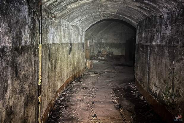 Внутри подземного сооружения.