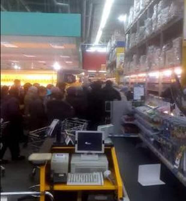 В Рязани пенсионеры давят друг друга из-за яиц (ВИДЕО)