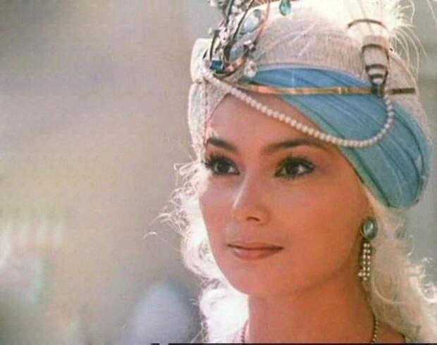 Как менялась восточная принцесса советского кино Лариса Белогурова с течением времени.