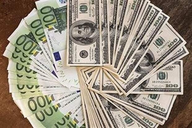 Доллар слабо меняется к евро и иене после статистики из США