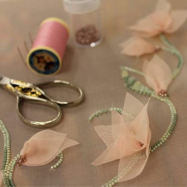 Цветы из ткани в работах дизайнеров и мастеров вышивки, фото № 13