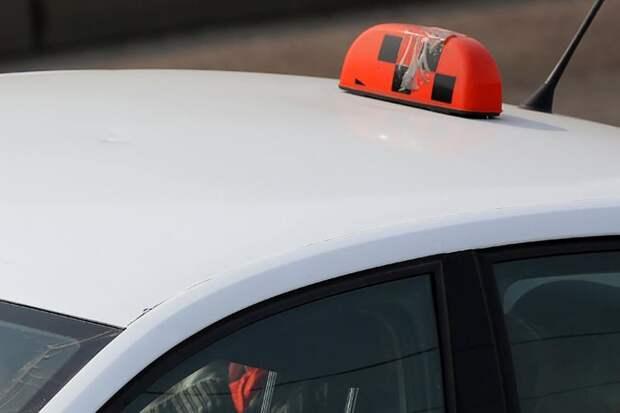 В Москве таксист облизал грудь пьяной клиентке