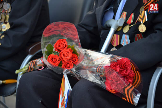 «Ура! Слава, слава, слава!»: как торжественно встречали ветеранов на Параде Победы в Симферополе. Фото, видео