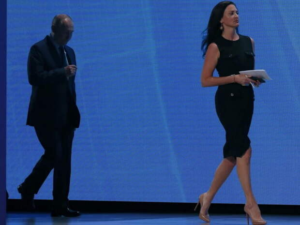 """""""Красивая женщина, симпатичная"""": Путин сделал комплимент журналистке CNBC (ВИДЕО)"""