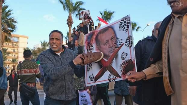 Эрдоган, как бестактная теща, прописал турок на базах ПНС Ливии