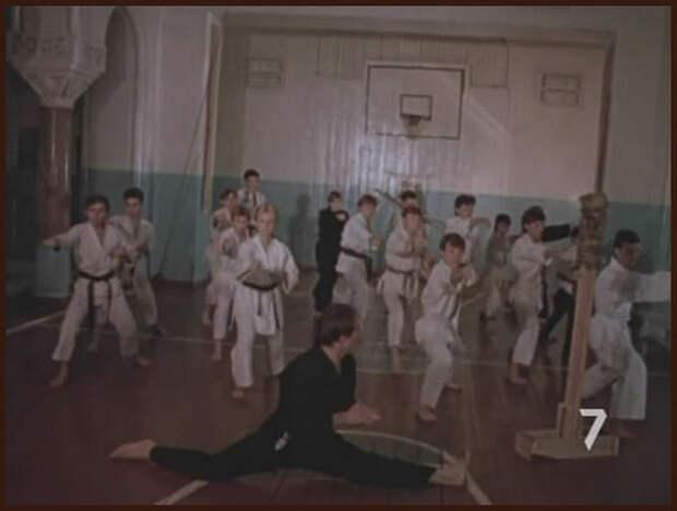 """Кадр из фильма """"Фанат"""" - у нас было примерно так же:)  фото https://yandex.ru/images"""