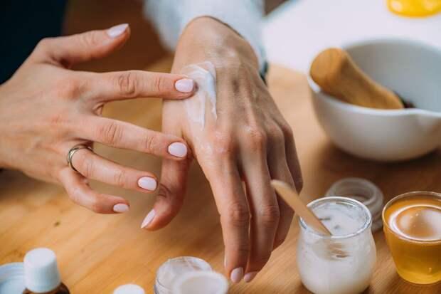 Чтобы руки не выдали возраст: важные правила ухода за кожей