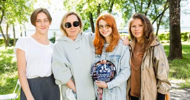 Уколова, Виторган, Топольницкая снимаются в сериале «Квартета И»