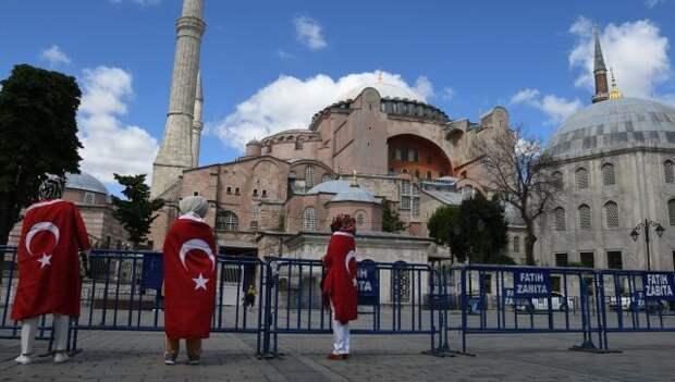 На двух стульях: Анкара выбирает между НАТО и Россией