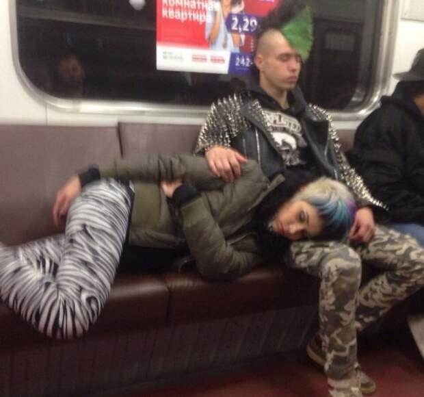панки в метро