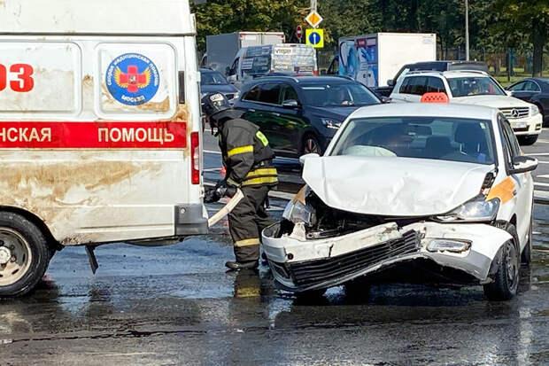 Массовое ДТП с участием скорой помощи произошло на юго-западе Москвы