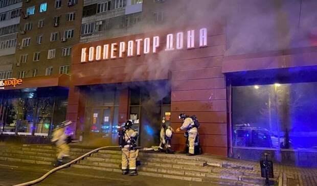 Крупный пожар вмагазине ликвидировали вцентре Ростова
