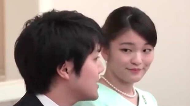 """Сделавший японскую принцессу простолюдинкой извинился за """"неудобства"""""""
