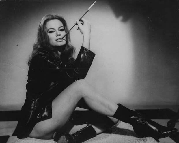 Соблазнительная злодейка из 50-х Лучана Палуцци
