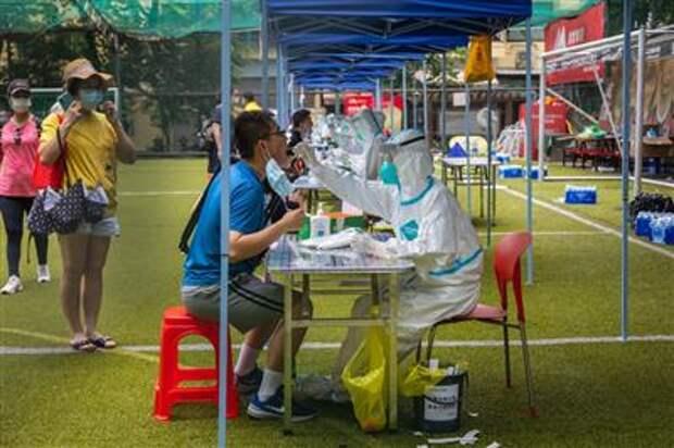 Covid-19 testing at Yuexiu District in Guangzhou on May 30.Photographer: Zhou Weiwen/VCG/Getty Images