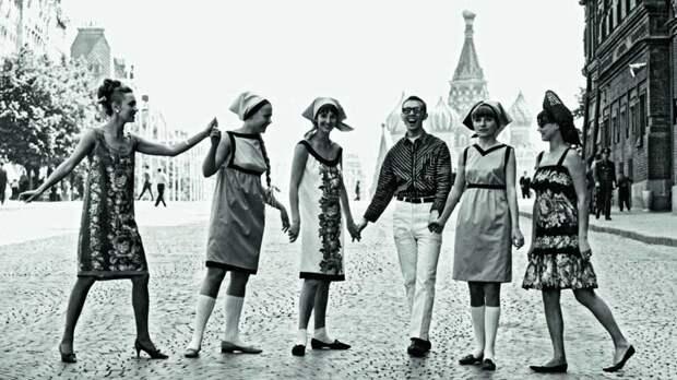 Историк культуры и моды Ольга Вайнштейн: «Советскую красавицу определяли голова и ноги»