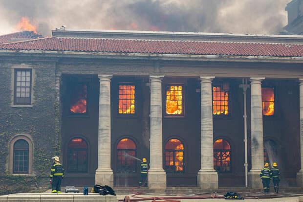 Пользователь Twitter подстрекал студентов ЮАР «помочь пожару» вКейптауне