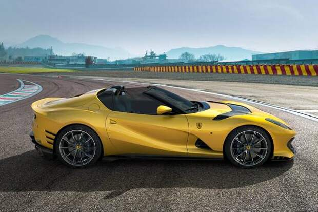 Ferrari с мощнейшим V12, новая Skoda Fabia и безымянный кроссовер Fiat: главное за неделю