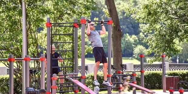 Спортивные площадки в парках ждут своих посетителей