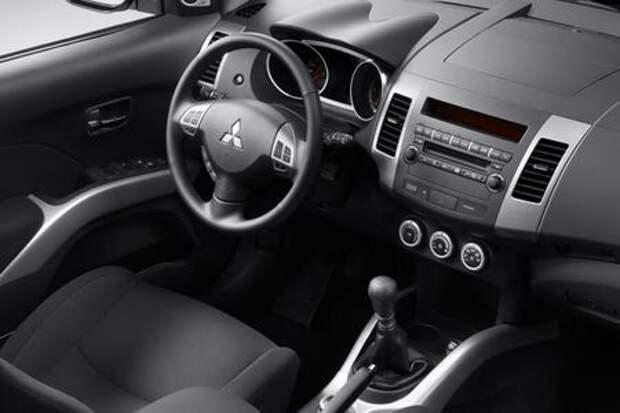 В России массово отзывают старые Mitsubishi Outlander