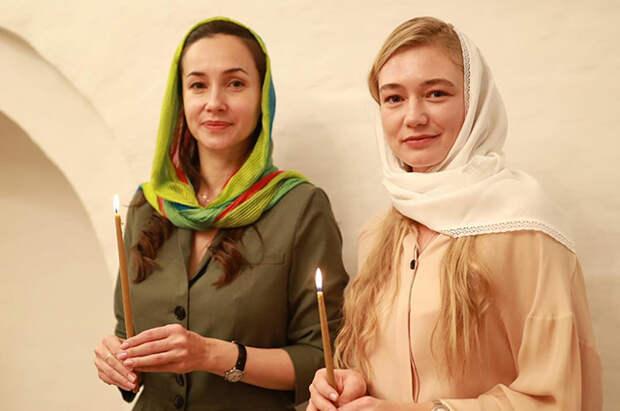 Оксана Акиньшина окрестила дочь: крестная мать Ольга Филиппова показала в соцсети фото таинства