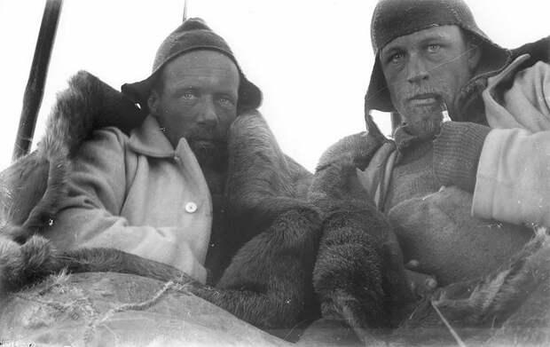 Уайлд и Уотсон во время санного похода, приблизительно 1912 год Австралийская антарктическая экспедиция, антарктида, исследование, мир, путешествие, фотография, экспедиция