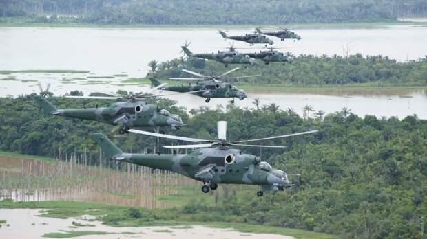 Лейтенант Виттория Кавальканти - первая женщина в ВВС Бразилии командир ударного вертолета Ми-35М
