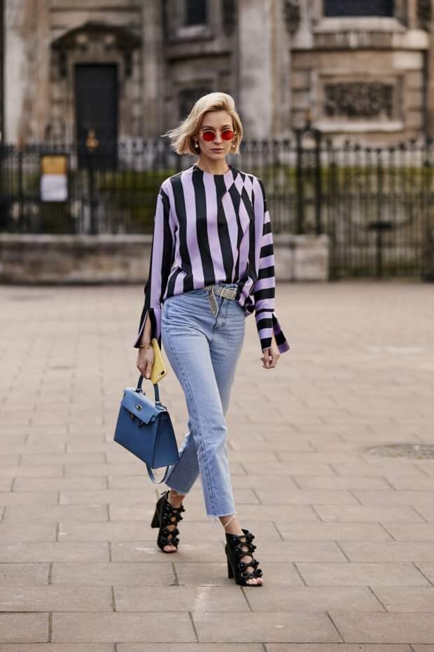 Блуза с эффектом оптической иллюзии превращает даже корпулентную даму в стройную.  /Фото: vogue.ua