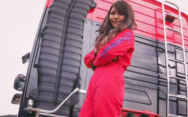 Самого красивого водителя грузовика в Японии печалит только одно - нет одежды нужного размера!
