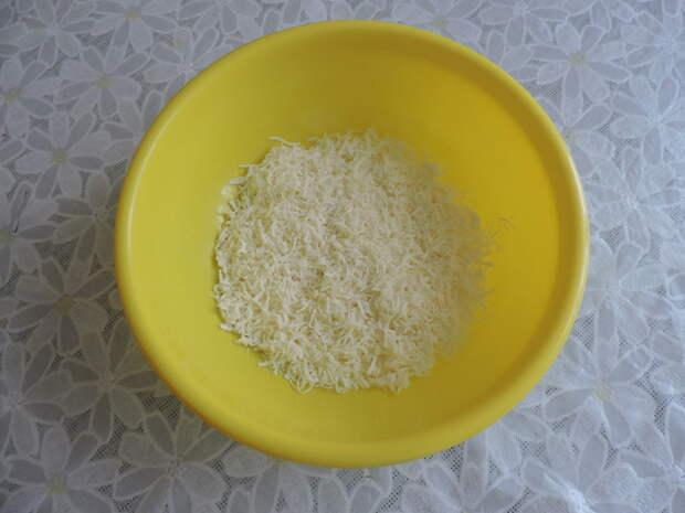 В это время натереть сыр ( порезать зелень, почистить чеснок ) еда, своими руками, сделай сам