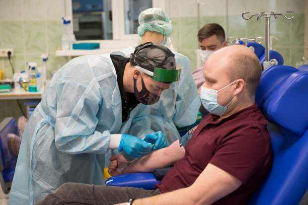 В больнице на Пехотной исследуют плазму крови привившихся