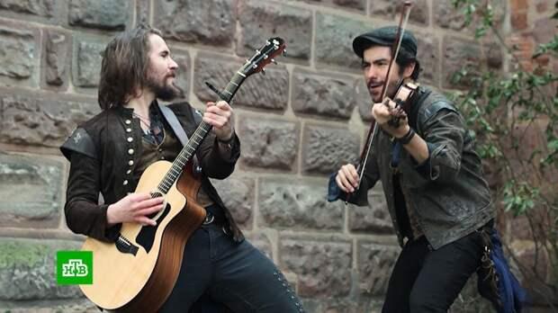 Оригинально и почти без акцента: западные певцы дарят советским хитам новую жизнь