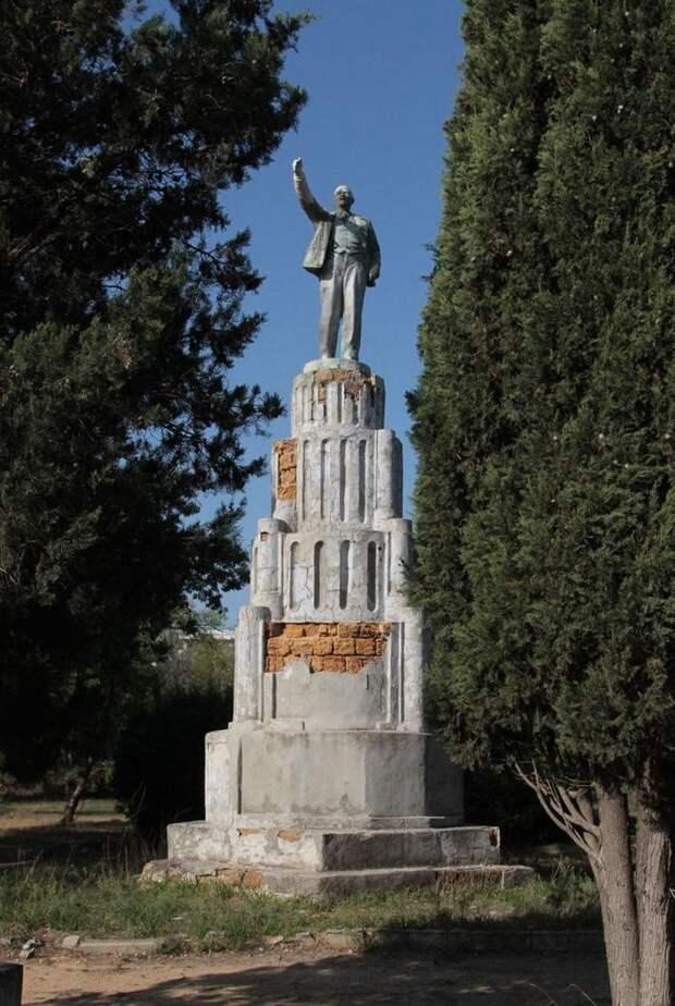 В Евпатории снесли памятник Ленину с молчаливого согласия чиновников