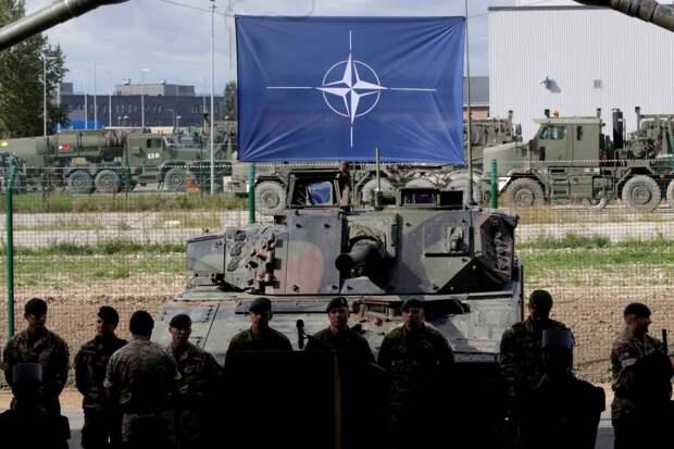 В Генштабе ВС Белоруссии заявили о развитии военной инфраструктуры НАТО у границ страным