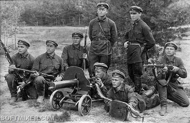 640px-Red_army_soldiers_end_of_1920s-beginning_of_1930s
