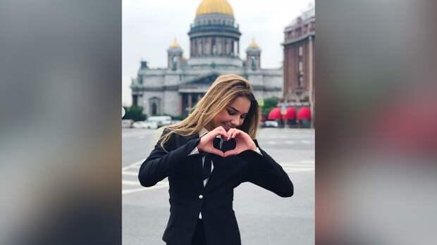 «Как приятно, когда люди тебя снимают». Фигуристка Нугуманова устроила тренировку наулице Санкт-Петербурга: видео